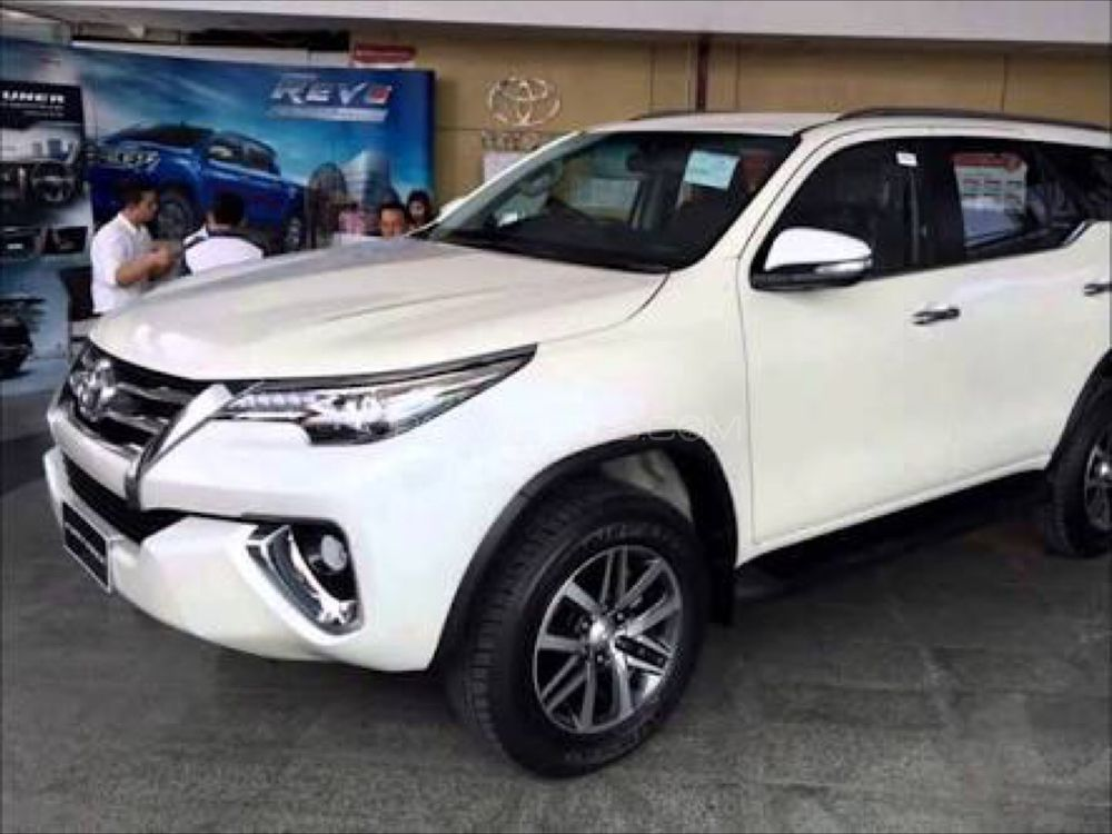 Toyota Fortuner 2 7 Vvti 2017 For Sale In Lahore Pakwheels