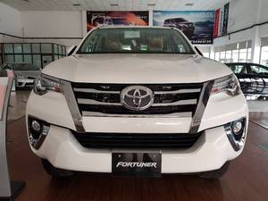 Slide_toyota-fortuner-2-7-automatic-2017-18468076