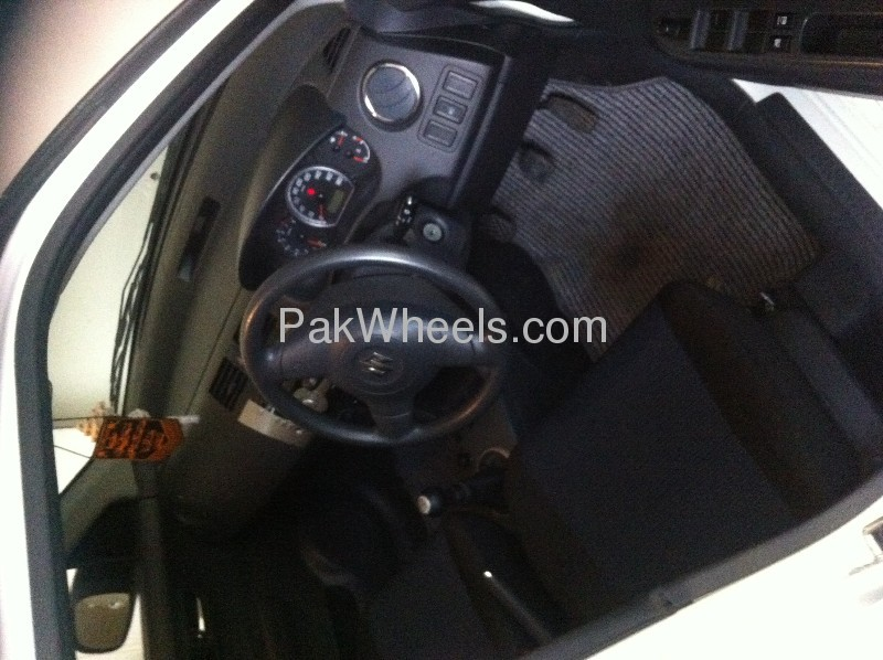 Suzuki Swift DLX 1.3 2012 Image-6