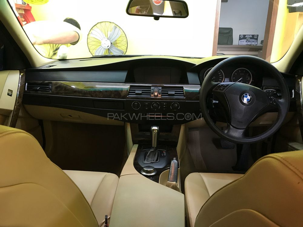 BMW 5 Series 523i 2007 Image-1