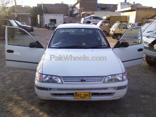Toyota Corolla XE Limited 2001 Image-3