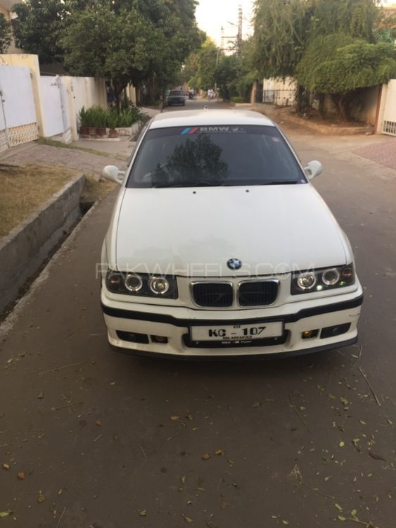 BMW 3 Series 1997 Image-1
