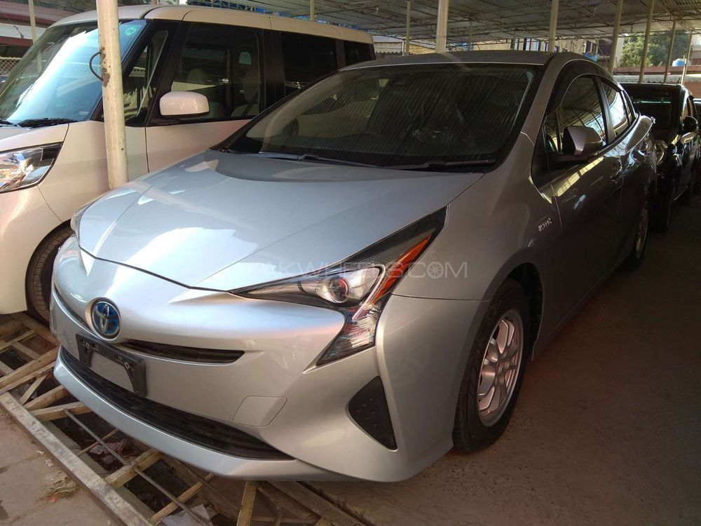 Toyota Prius G LED Edition 1.8 2015 Image-1