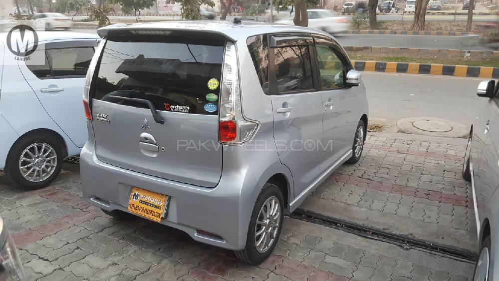 Push Start , Cliamate Control AC , ECO Idle , Projection HID , Fog Lamps , Alloy rims. Everything is in genuine condition. Original return file is available. All service history log maintained. Non accidental. Original book is available as well.