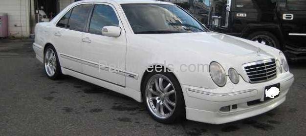 Mercedes Benz E Class E320 2002 Image-9
