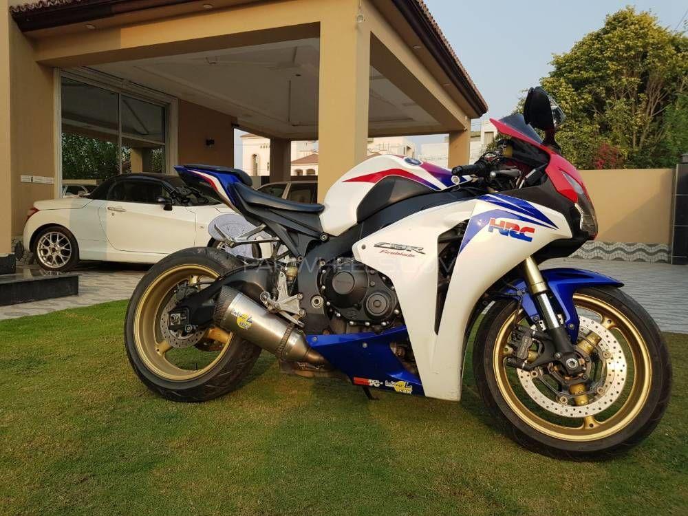 Honda CBR 1000RR 2009 Image-1