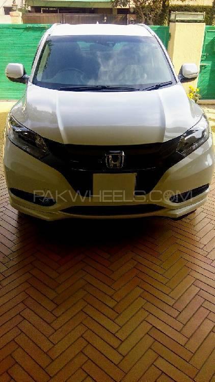 Honda Vezel Hybrid Z 2015 Image-1