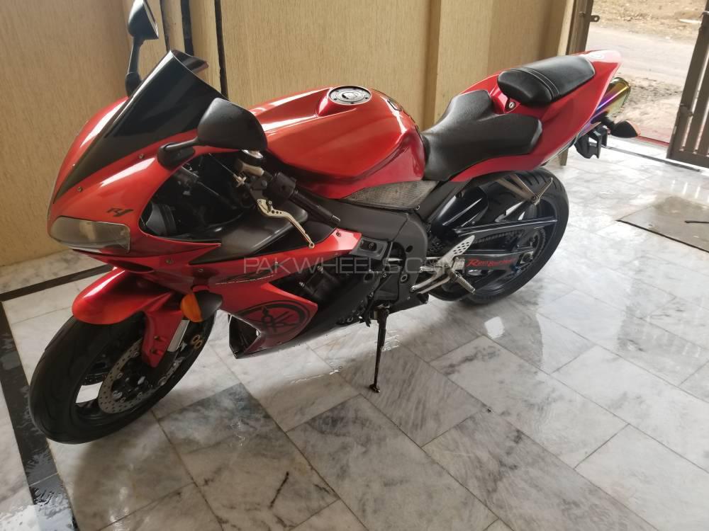 Yamaha YZF-R1 2005 Image-1
