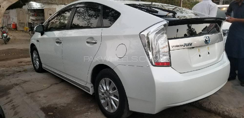 used toyota prius for sale at car capital karachi showroom in karachi. Black Bedroom Furniture Sets. Home Design Ideas