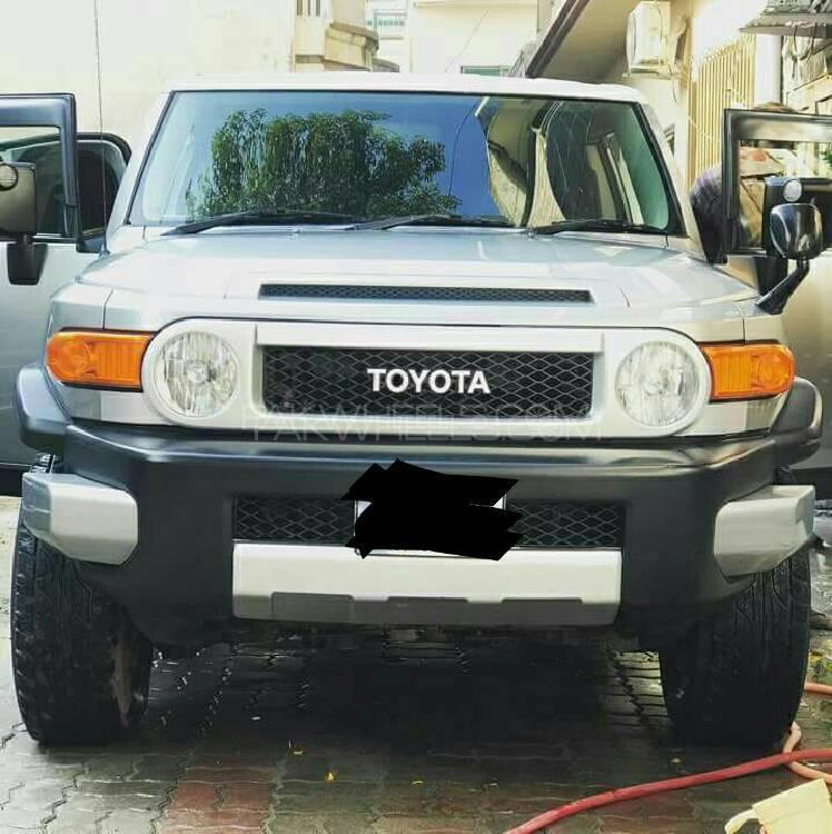 Toyota Fj Cruiser Automatic 2010 Image-1