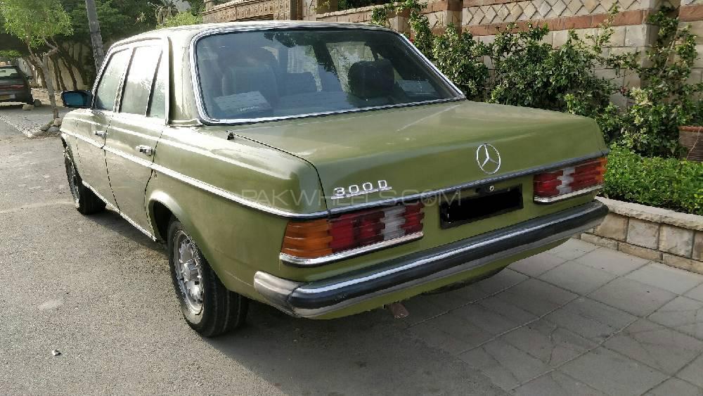 Mercedes Benz 250 D 1981 Image-1