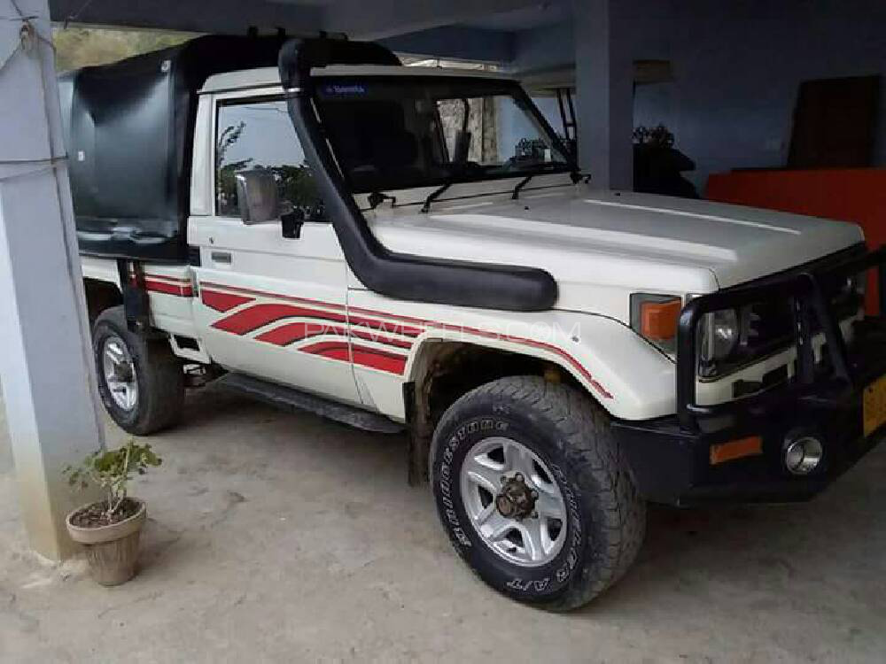 Toyota Land Cruiser Pickup 1989