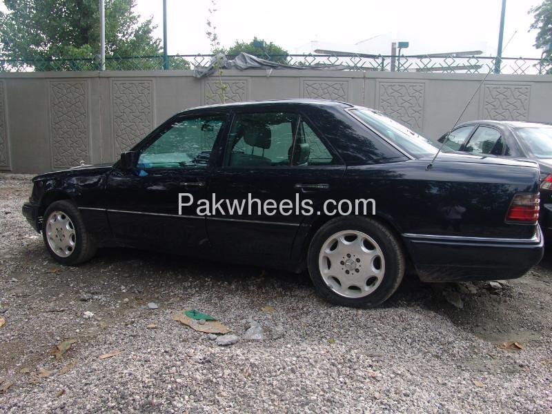 Mercedes benz e class e220 1995 for sale in islamabad for Mercedes benz e class 1995