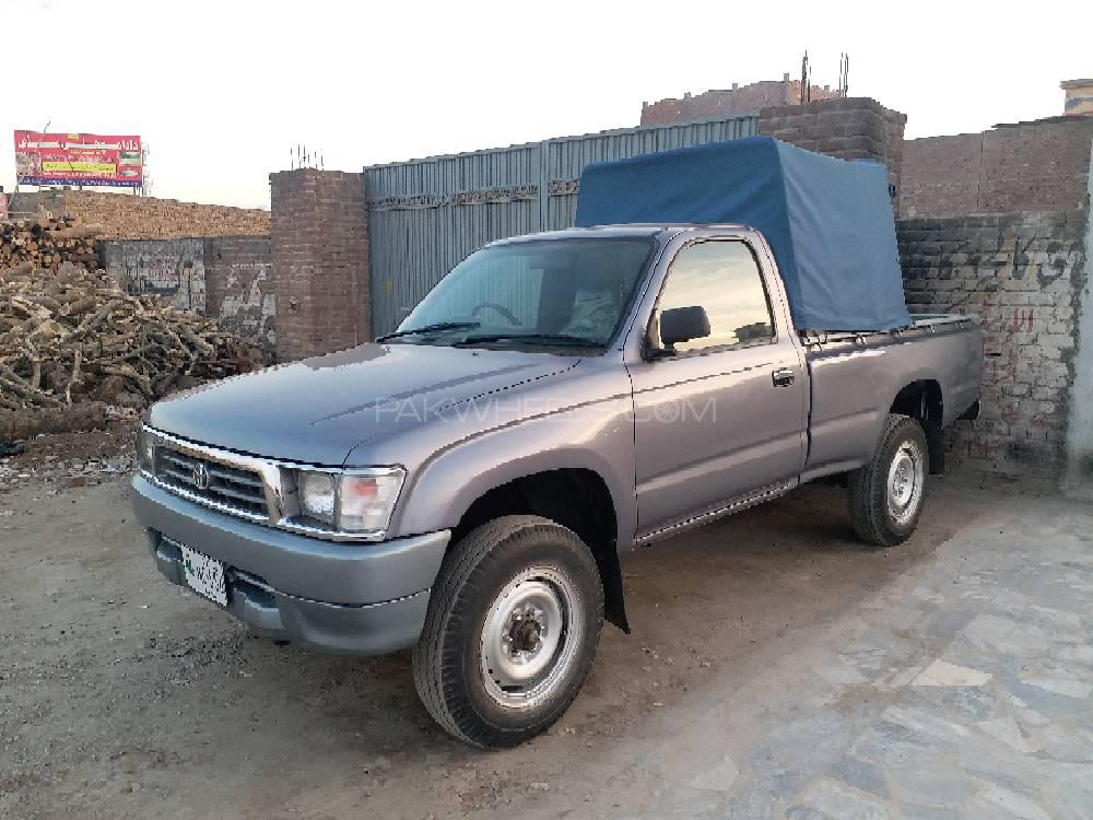 Toyota Hilux 2000 Image-1
