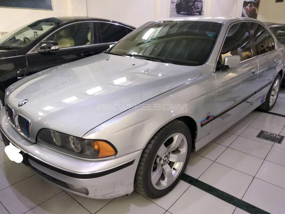 BMW 5 Series 520i 2003 Image-1