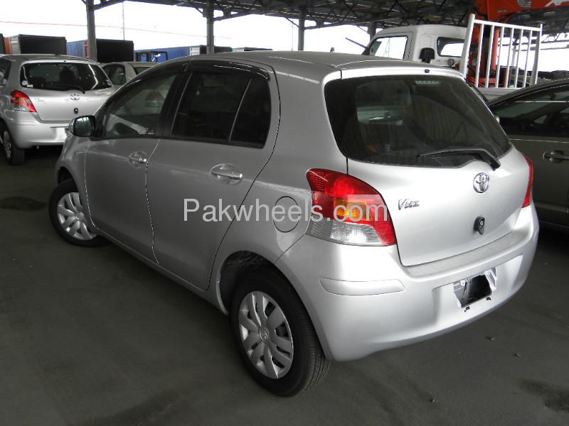 Toyota Vitz F 1.0 2010 Image-4