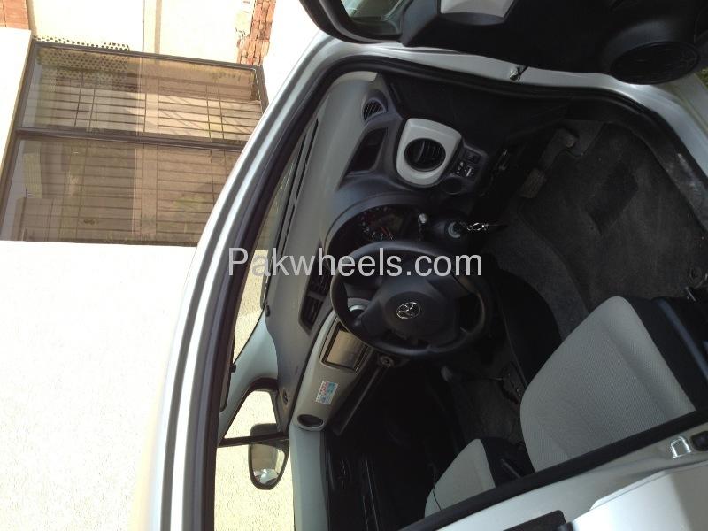Toyota Vitz Jewela 1.0 2013 Image-7