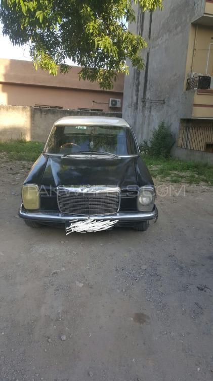 Mercedes Benz 250 D 1976 Image-1