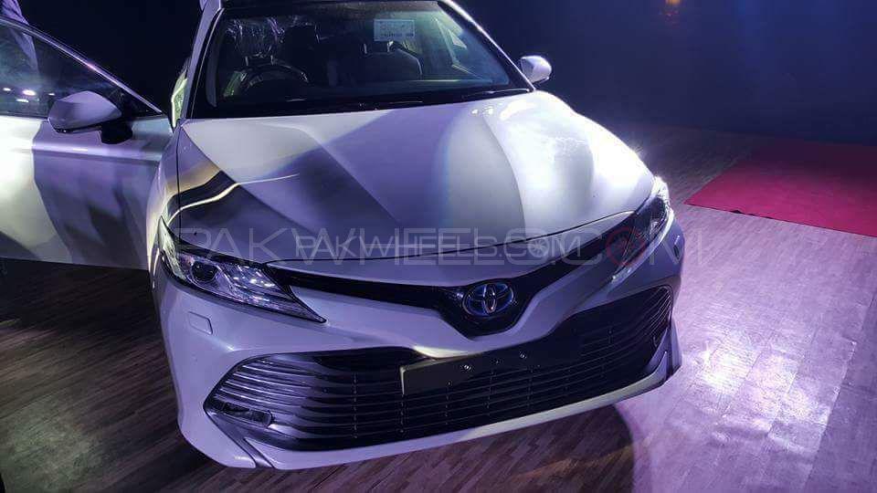 Toyota Camry Hybrid 2019 Image-1