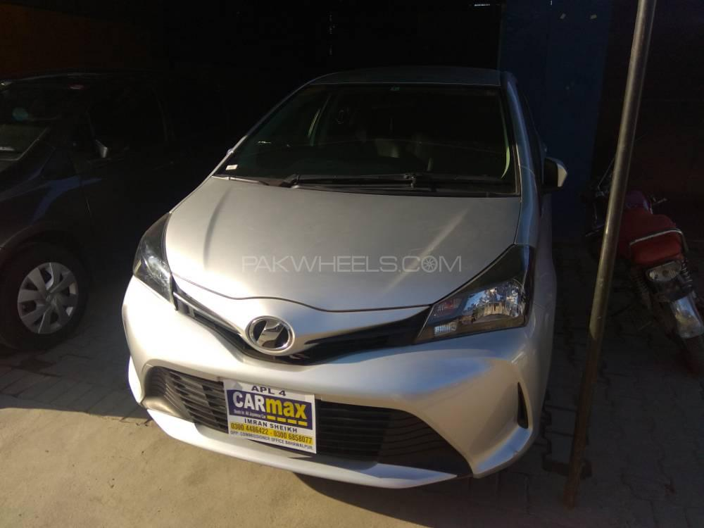 Toyota Vitz U 1.0 2015 Image-1