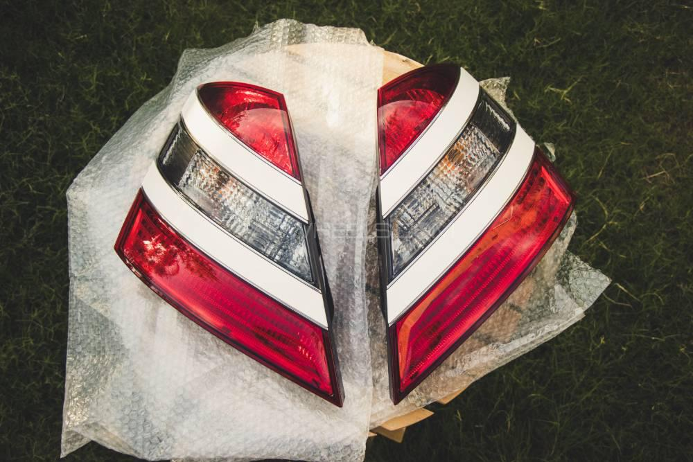 Mercedes S Class W221 tail lights Image-1