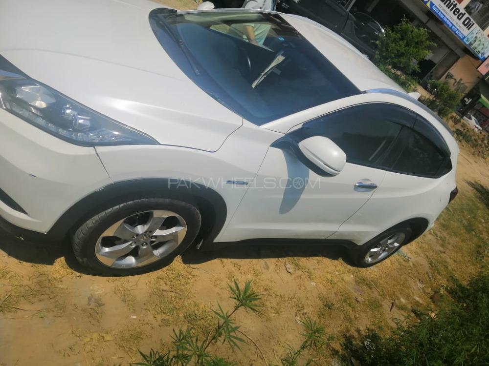 Honda Vezel Hybrid X 2013 Image-1