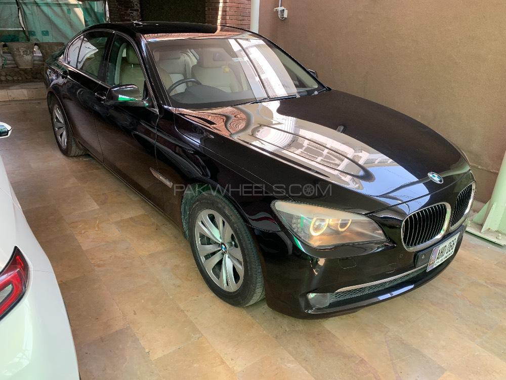 BMW 7 Series 740i 2009 Image-1