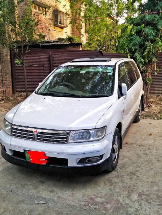 Mitsubishi Chariot 2000 Image-1