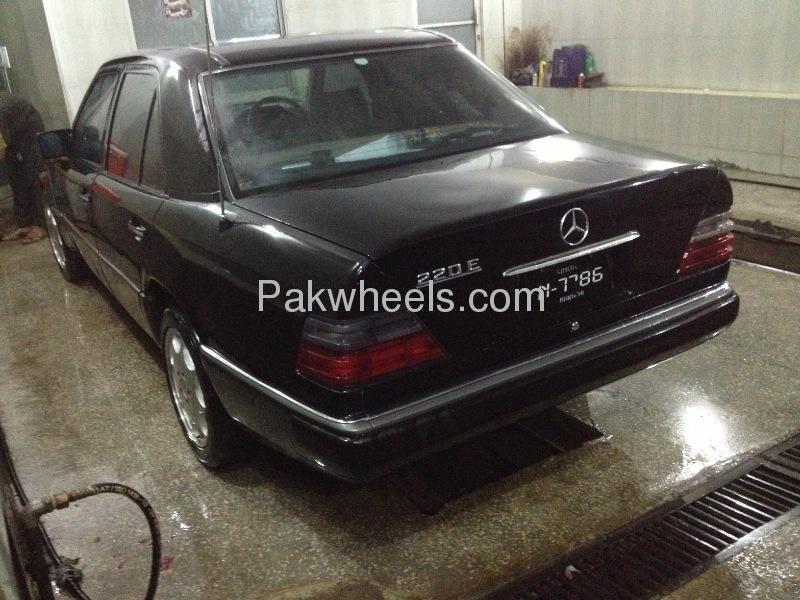 Mercedes Benz E Class 1986 Image-4