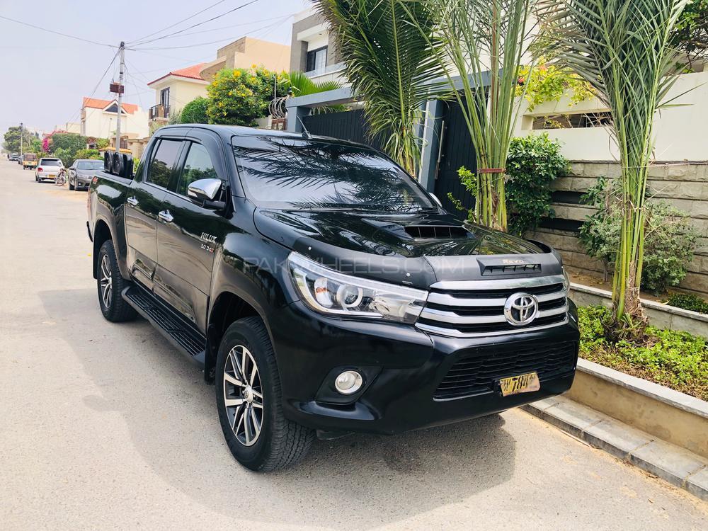 Toyota Hilux Revo V Automatic 3.0  2017 Image-1