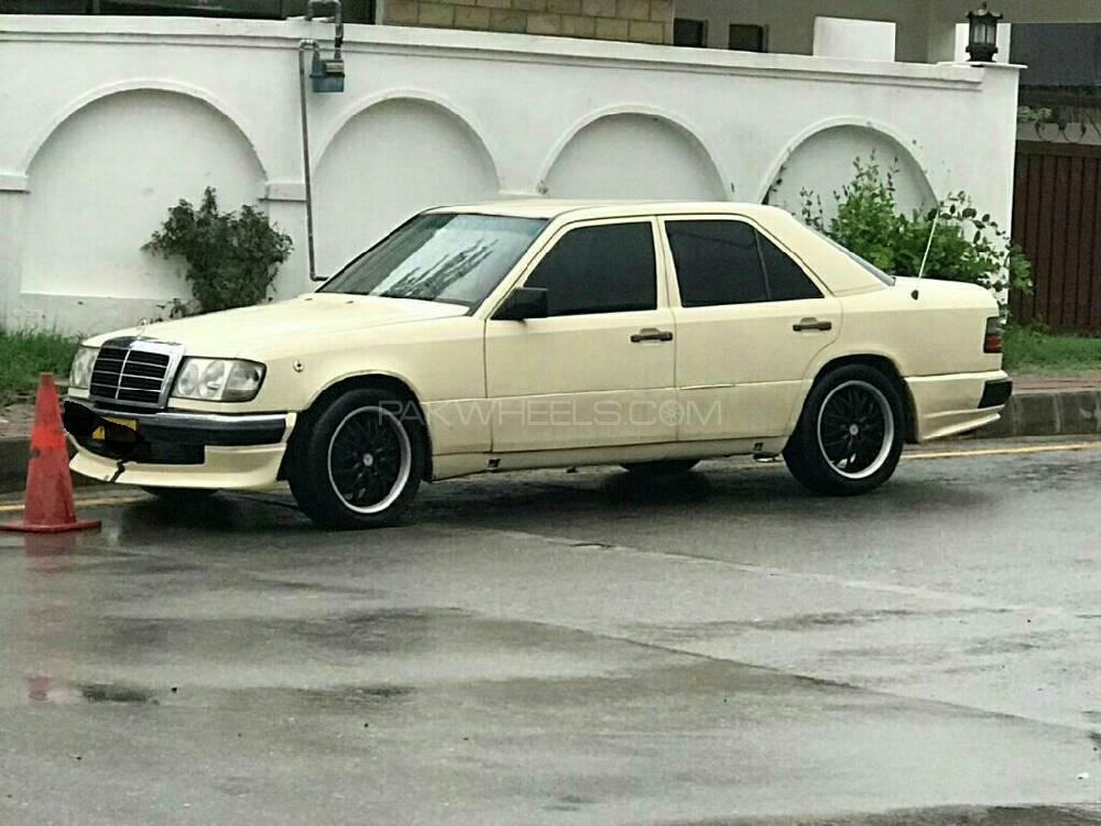 Mercedes Benz E Class E230 1986 Image-1