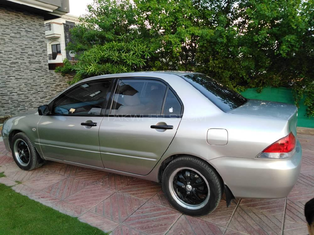 Mitsubishi Lancer GLX 1.3 2004 Image-1