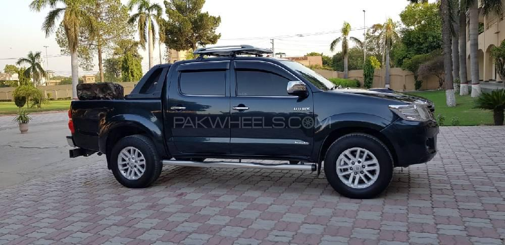 Toyota Hilux Invincible 2014 Image-1
