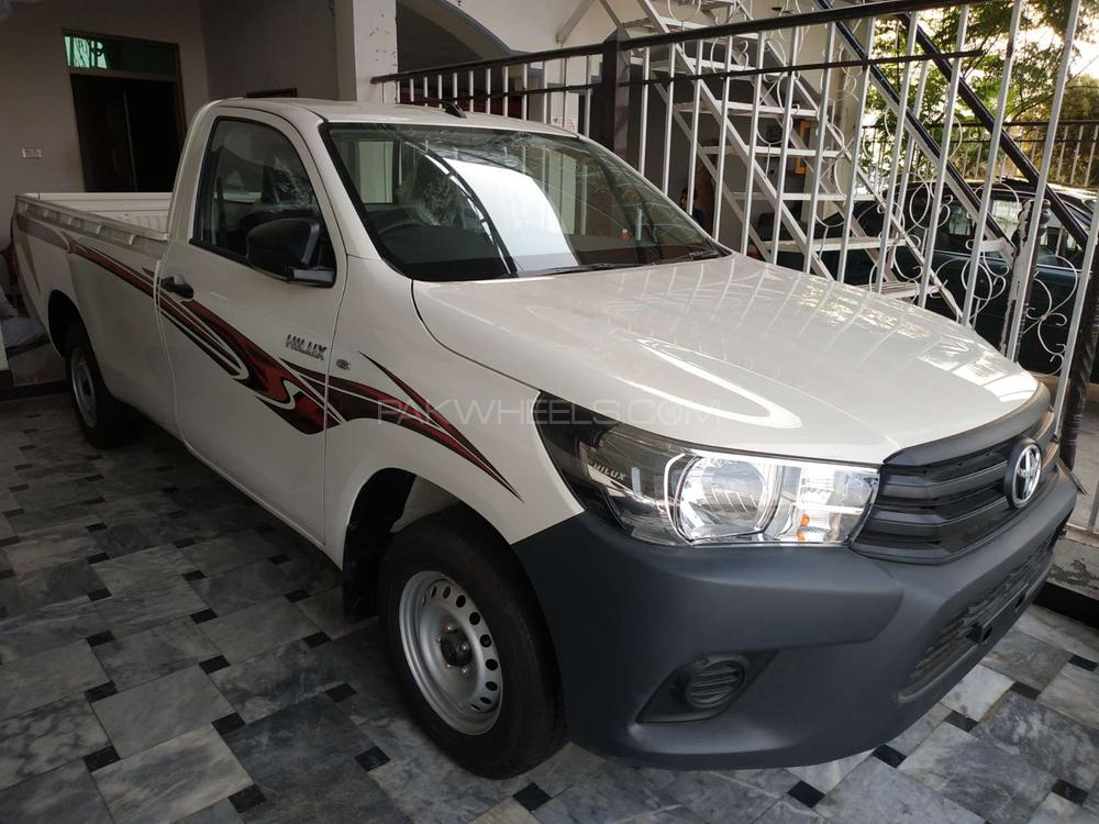 Toyota Hilux 4x4 Single Cab Standard 2.8 2018 Image-1