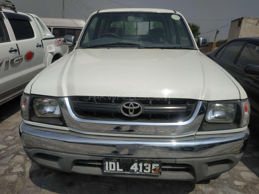 Toyota Hilux Double Cab 2002 Image-1