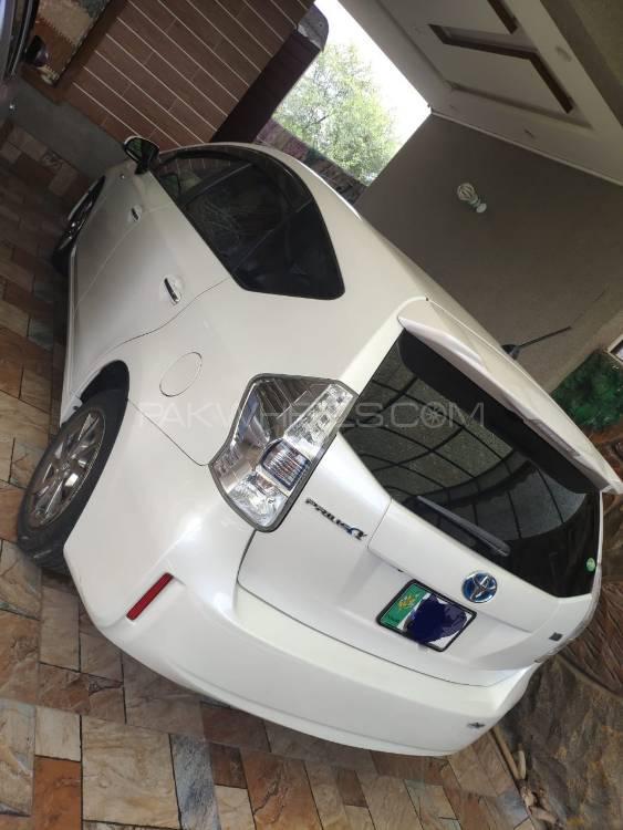 Toyota Prius Alpha 2014 Image-1
