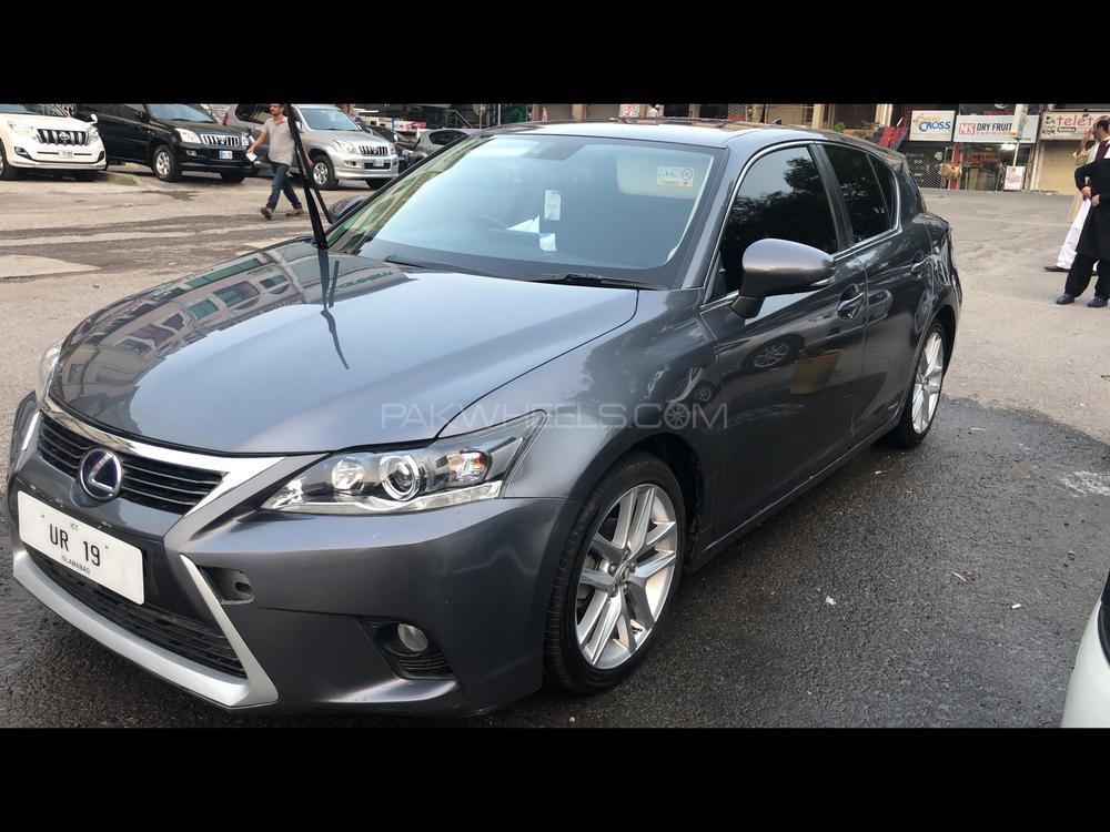 Lexus CT200h Version L 2016 Image-1