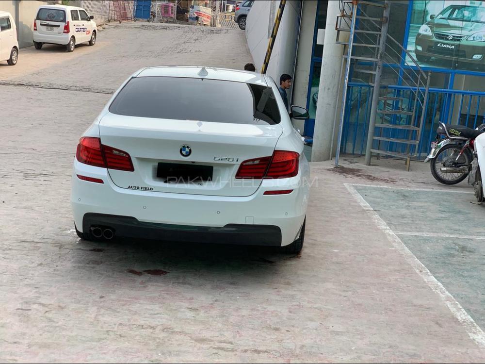 BMW 5 Series 528i 2011 Image-1
