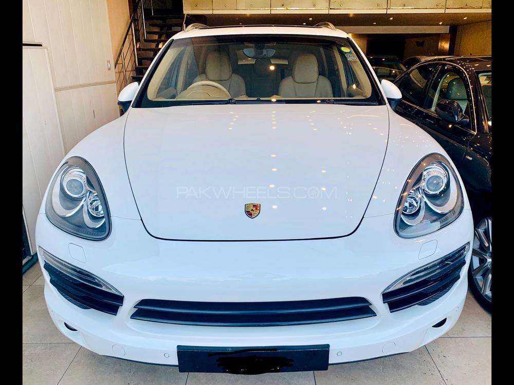 Porsche Cayenne S Platinum Edition 2011 Image-1