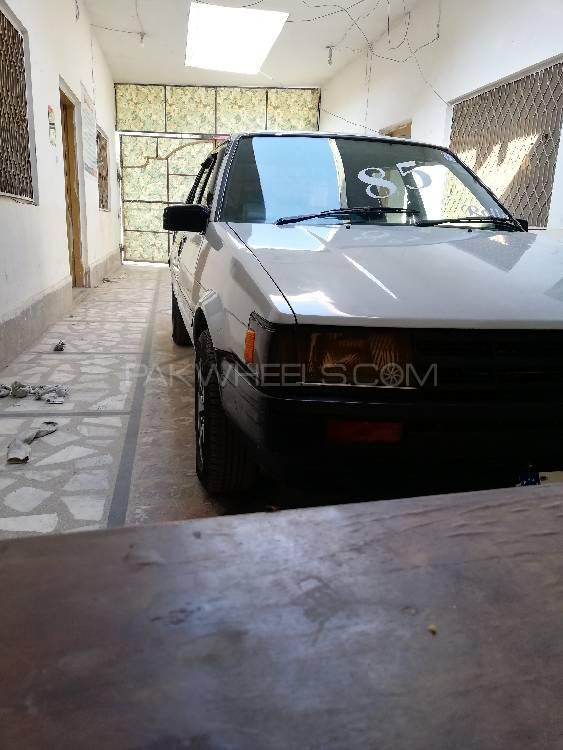 Toyota Corolla SE Saloon 1985 Image-1