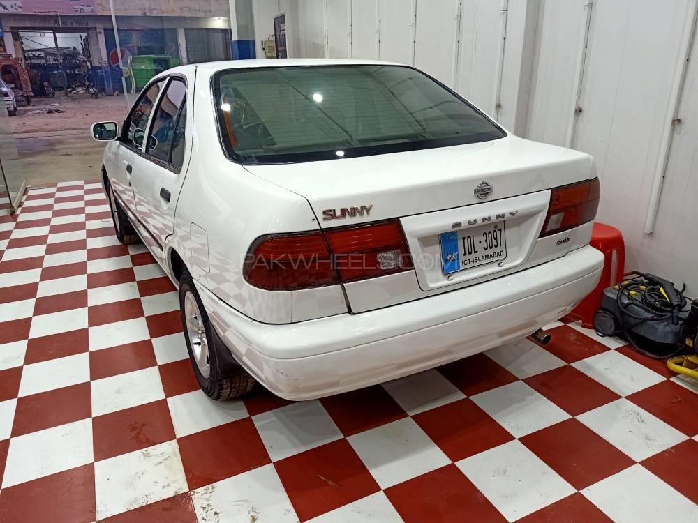 Nissan Sunny GL 2001 Image-1