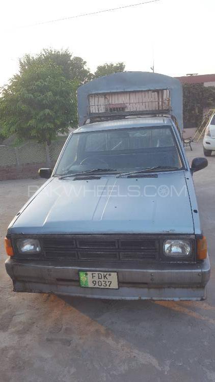 Nissan Pickup 1986 Image-1