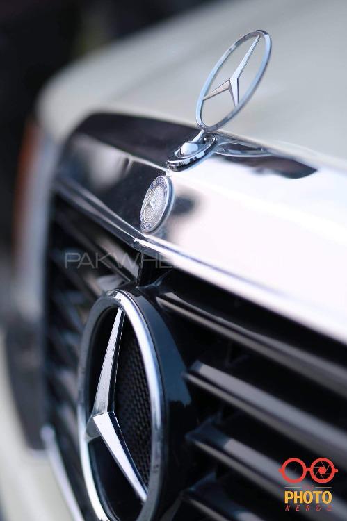 Mercedes Benz E Class - 1993  Image-1