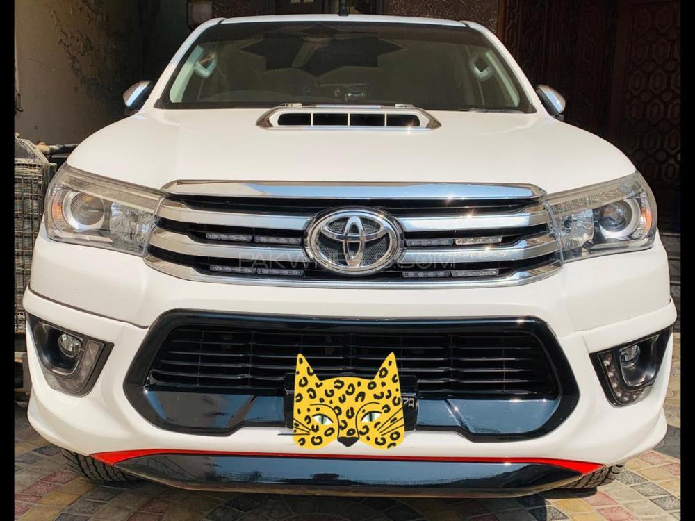Toyota Hilux Revo G Automatic 2.8 2017 Image-1