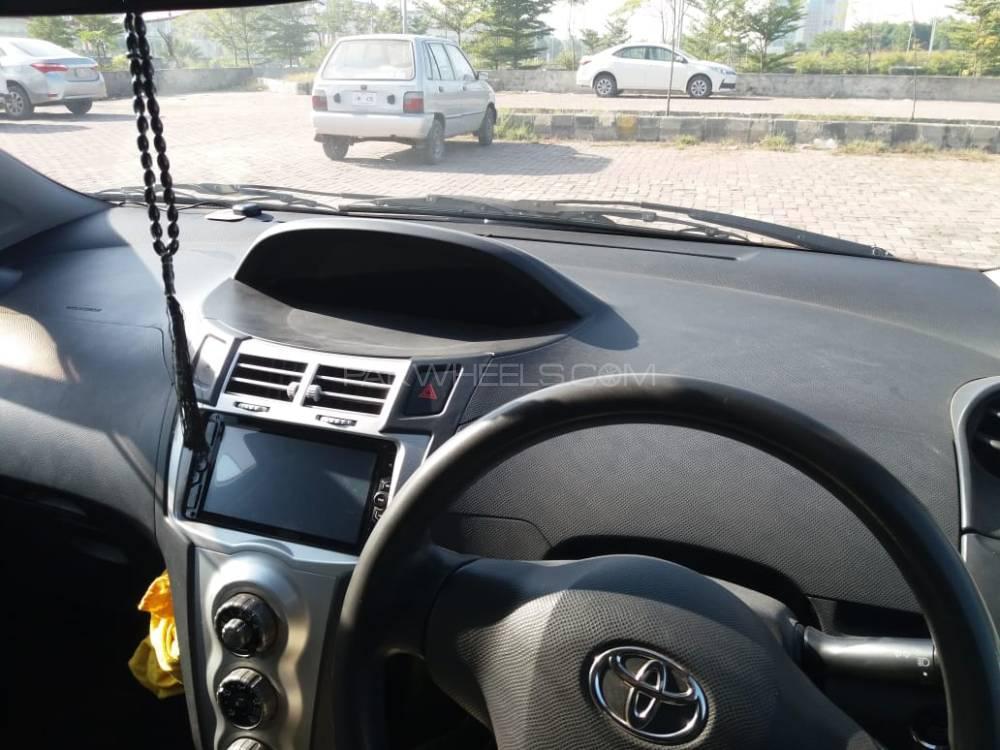 Toyota Vitz iLL 1.3 2007 Image-1