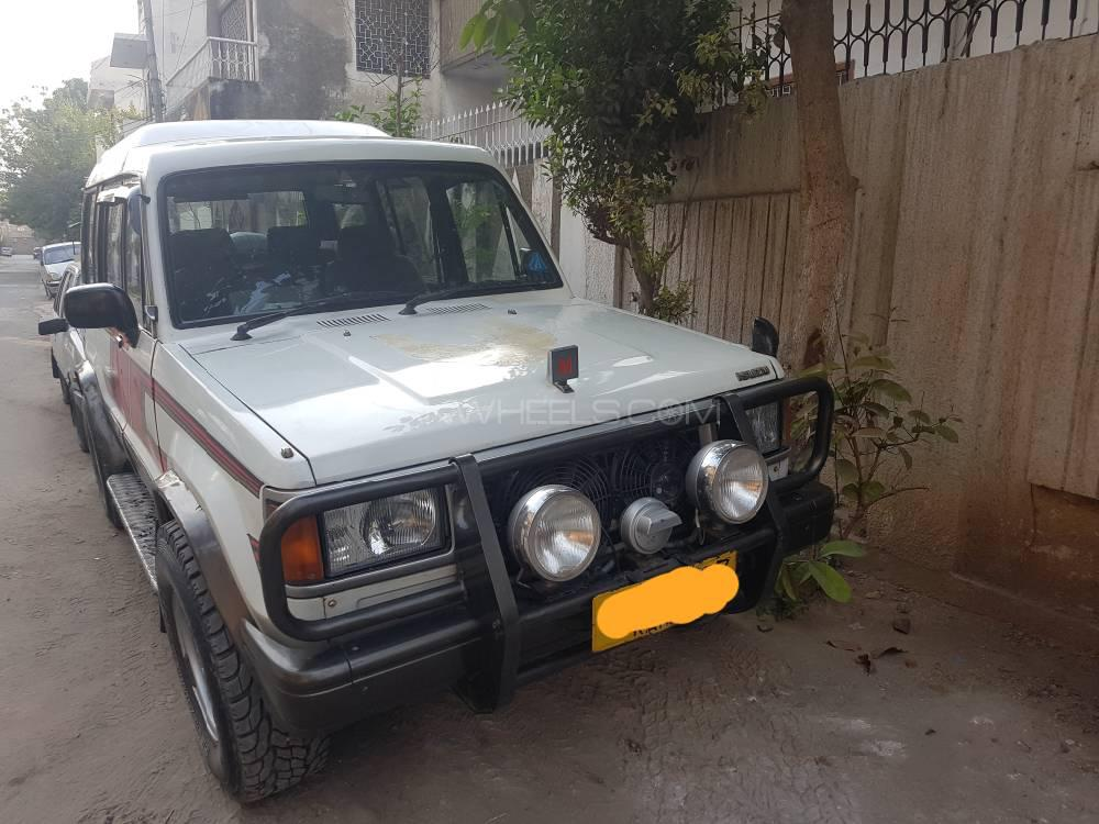 Isuzu Trooper 1990 Image-1