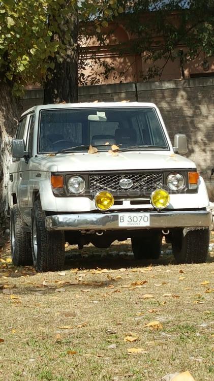 Toyota Land Cruiser LX Turbo 1986 Image-1