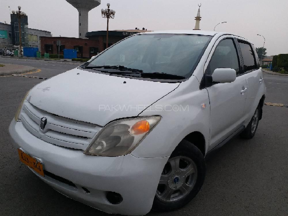 Toyota IST 1.3 A 2004 Image-1