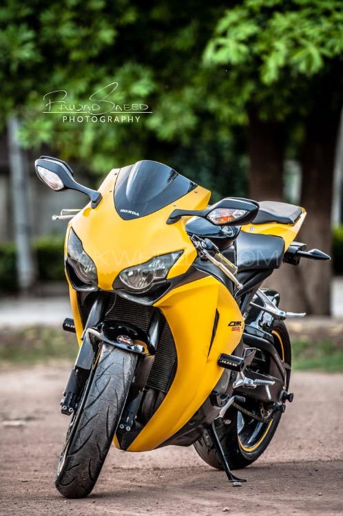 Honda CBR 1000RR - 2008  Image-1