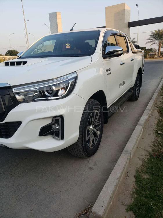 Toyota Hilux Revo V Automatic 2.8 2017 Image-1